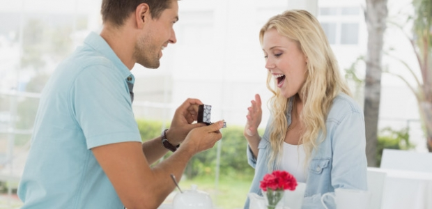 Just because your friends are getting engaged doesn't mean your should be. Every couple does it at thier own pace. (Photo: wavebreakmedia/FreePik)