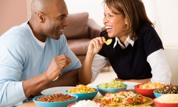 There is nothing wrong with couples enjoying food. But if you feel like you are going a bit overboard,  balance out your not -so-healthy food choices with some healthy ones. (Photo: Thinkstock)