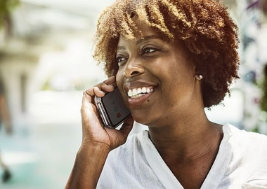An African American woman talking on her cell phone. (Photo: rawpixel/Pexel)