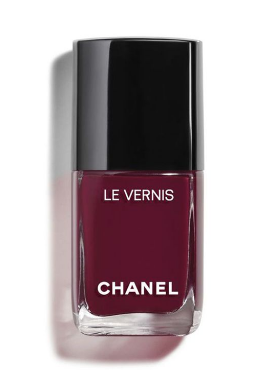 A bottle of Channel's Le Vernis longwear nail colour in Mythique. (Photo: Channel)