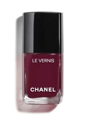 A bottle of Channel's Le Vernis longwear nail colour in Mythique. (Photo: Channel)