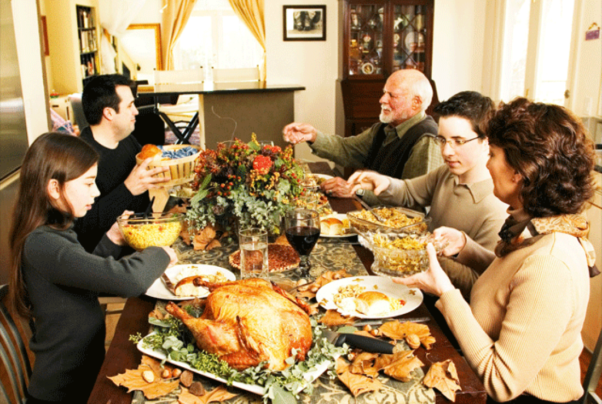 A family having Thanksgving dinner. (Photo: Thinkstock)