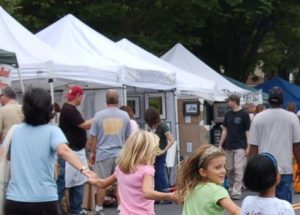 People walking past tents selling wares at a previous Arts on teh Avenue. (Photo: Arts on the Avenue)