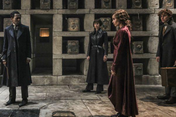 "William Nad7lam, Katherine Waterston, Zoe Kravitz and Eddie Redmayne in Warner Bros. Pictures' fantasy adventure ""FANTASTIC BEASTS: THE CRIMES OF GRINDELWALD."" (Photo: Warner Bros. Pictures)"