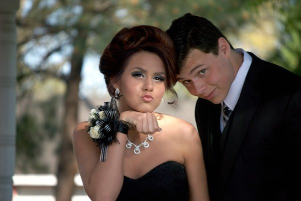 A boy and girl in formal weat at their prom. (Photo: Greyerbaby/Pixabay)