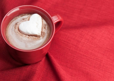 Heart shaped marshmallow in a mug of hot chocolate. (Photo: Getty Images)