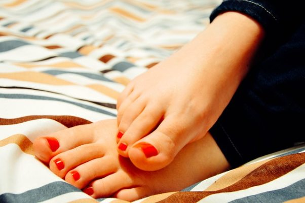Women's feet with the toenails paident red. (Photo: tookapic/Pixabay)