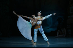 A man and woman dance together in Le Corsaire. (Photo: Mariinsky Ballet)