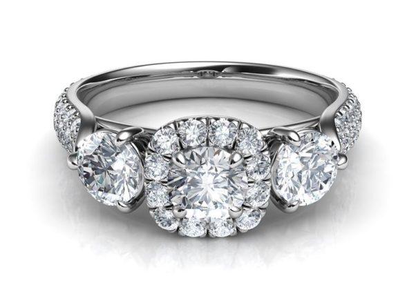 Three-diamond engagement ring. (Photo: dusa2019/Pixabay)