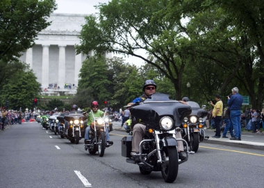 RollingThunder rides past the Lincoln Memorial. (Photo: Cliff Owen/AP)