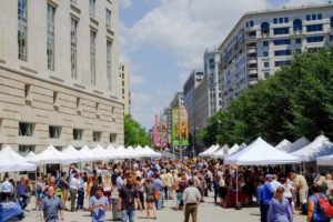 Shoppers on the Wilson Plaza at the Ronald Reagan Building during Capital Harvest on the Plaza. (Photo: Captial Harvest on the Plaza)