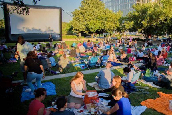 Spectators picnic in Gateway Park before the start of Rosslyn Cinema last year. (Photo: Rosslyn BID)