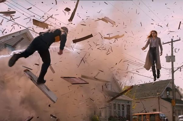 Phoenix (Sophie Turner, right) battles Quicksilver (Evan Peters, left). (Photo: 20th Century Fox)