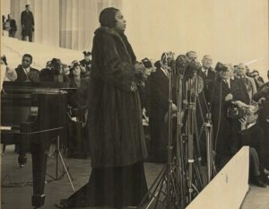 Marian Anderson singing on the steps of the Lincoln Memorial. (Photo: National Portrait Gallery)