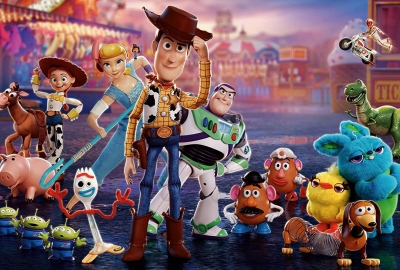 Woody, Buzz, Bo Peep, Forky and the other toys at a carnival, (Photo: Pixar)