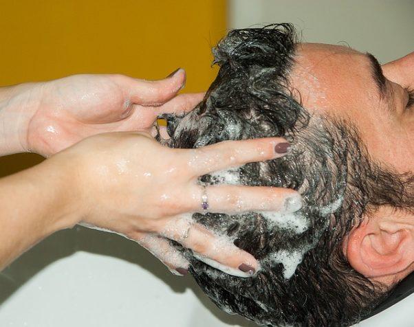 A woman's hands shampooing a man's hair. (Photo: Jacqueline Macou/Pixabay)