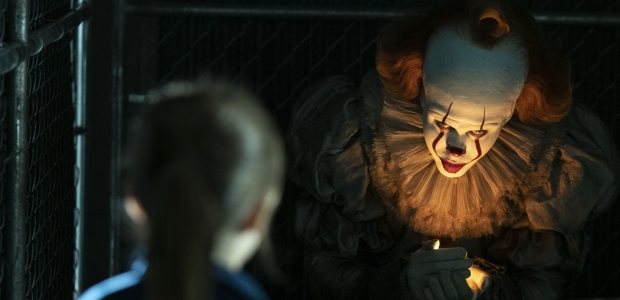 Pennywise the clown tries to lure a little girl into the dark. (Photo: Warner Bros. Pictures)