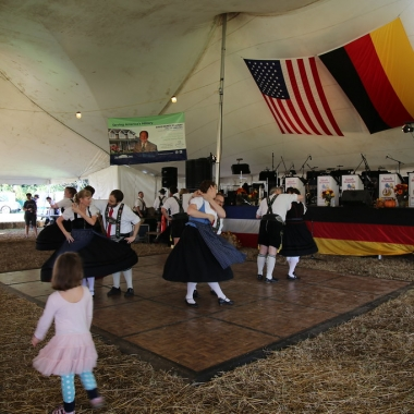 German dancers at the Ft. Belvoir Oktoberfest. (Photo: Ft. Belvoir Family and Morale, Welfare and Recreation Programs)