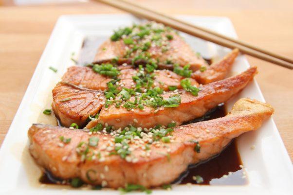 Teriyaki salmon on a plate. (Photo: Wow Phochiangrak /Pixabay)