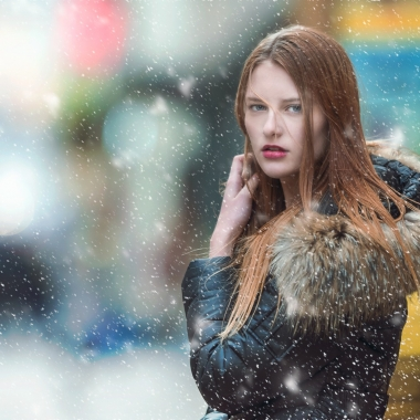 A auburn haired woman in a coat with a run lined hood standing in the snow. (Photo: Nissor Abdourazakov/Pixabay)