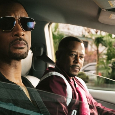 Mike (Will Smith, left) and Marcus (Martin Lawrence) in a car on stakeout. (Photo: Sony Pictures)