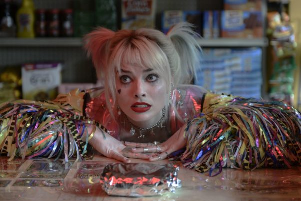Harley Quinn (Margot Robbie) leaving with both arm on the counter of a convenience store. (Photo: Warner Bros. Pictures)