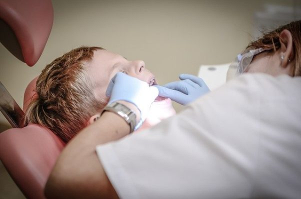 A little boy being examined by a dentist. (Photo: Michal Jarmoluk/Pixabay)