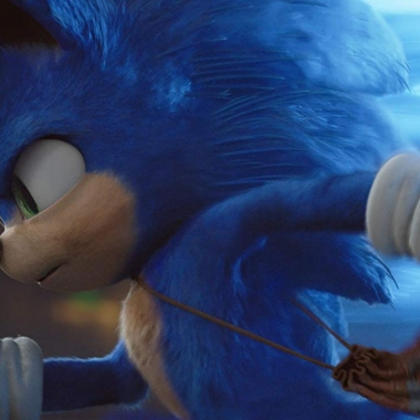 Sonic the Hedgehog running to the left holding a golden ring. (Photo: Paramount Pictures)
