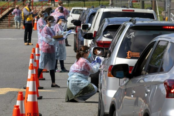 Medical staff administering coronavirus tests to people in cars at Annandale High School on May 23. 2020. (Photo: WTOP)