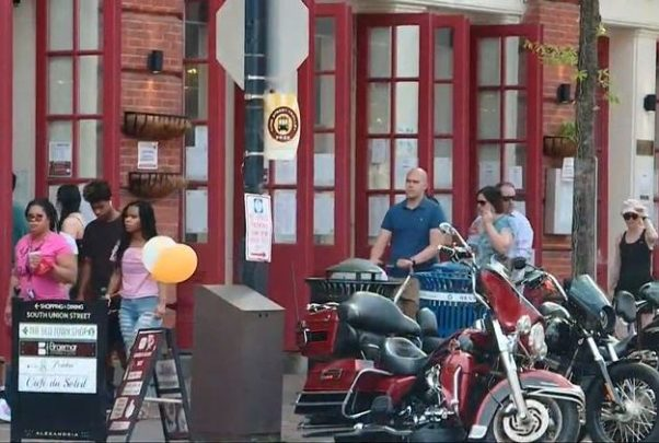 Crowds walk along the sidewalk in Old Town Alexandria over the weekend without face mask. (Photo: WUSA9)