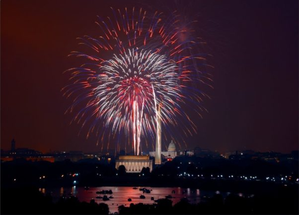 Fireworks going off in the sky over the Lincoln Memorial on July 4, 2008. (Photo: Carol M. Highsmith/Library of Congress)
