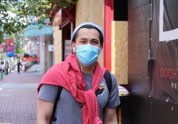 Man wearing facemask along H between Sixth and Seventh Street NW on June 5, 2020. (Photo: Elvert Barnes Photography/Flickr)