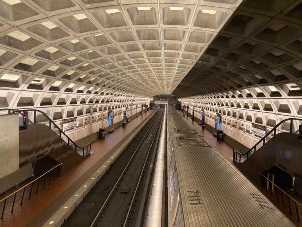 An empty Farragut West Metro station. (Photo: Daniel Slim/Getty Images)