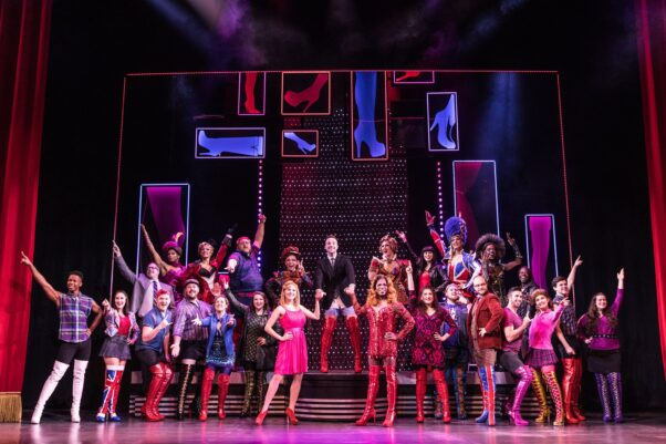 The cast of Kinky Boots on stage. (Photo: Kinky Boots on Tour)