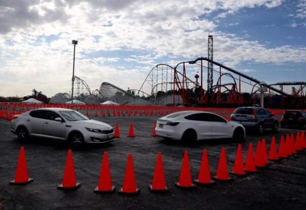 People line up in cars for vaccinations on Jan. 19, 2021 at Six Flags Magic Mountain in Valencia, Calif. (Photo: Trevor Stamp)